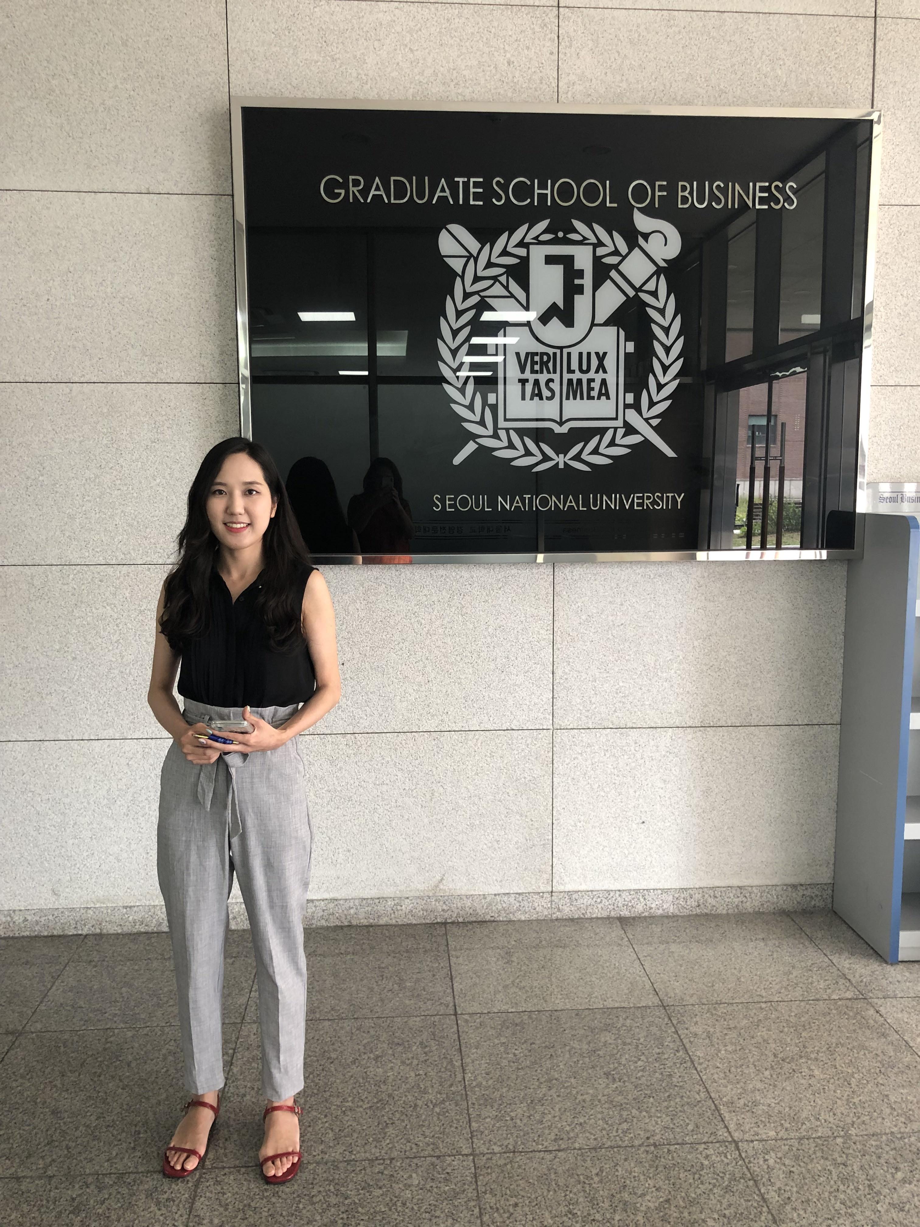 Soyoung Park, responsável por atração e seleção no MBA da SNU (Foto: Arquivo pessoal/Fernanda Lopes de Macedo Thees)