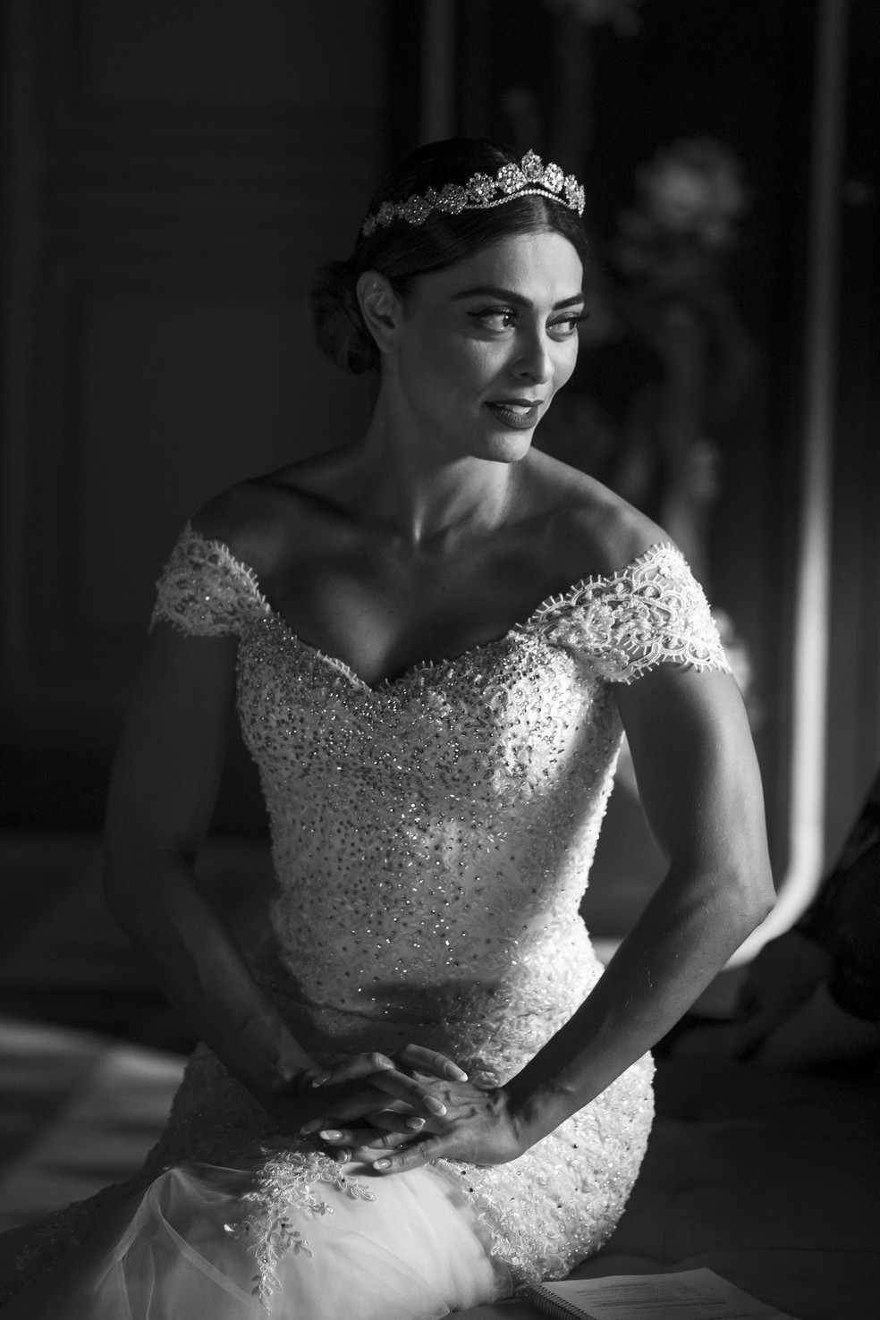 Maria da Paz (Juliana Paes) posa toda diva com vestido de noiva sereia, na novela 'A Dona do Pedaço' — Foto: Isabella Pinheiro/Gshow