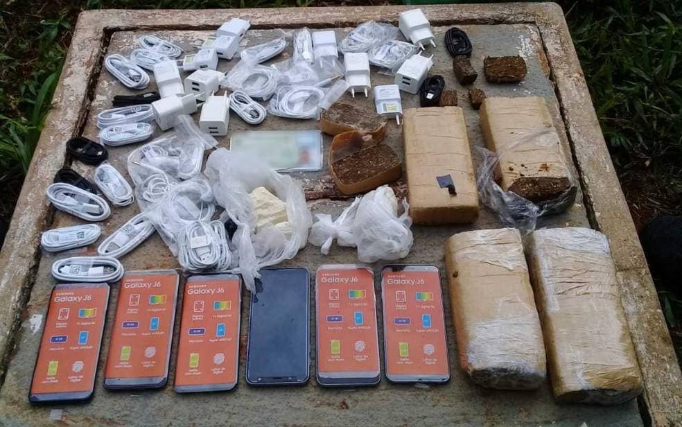 Vigilante tentava entrar em presídio com drogas e celulares, em Aparecida de Goiânia — Foto: DGAP/Divulgação