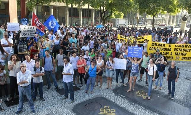 Protesto de alunos de Gama Filho e Univercidade na Candelária, em 2014