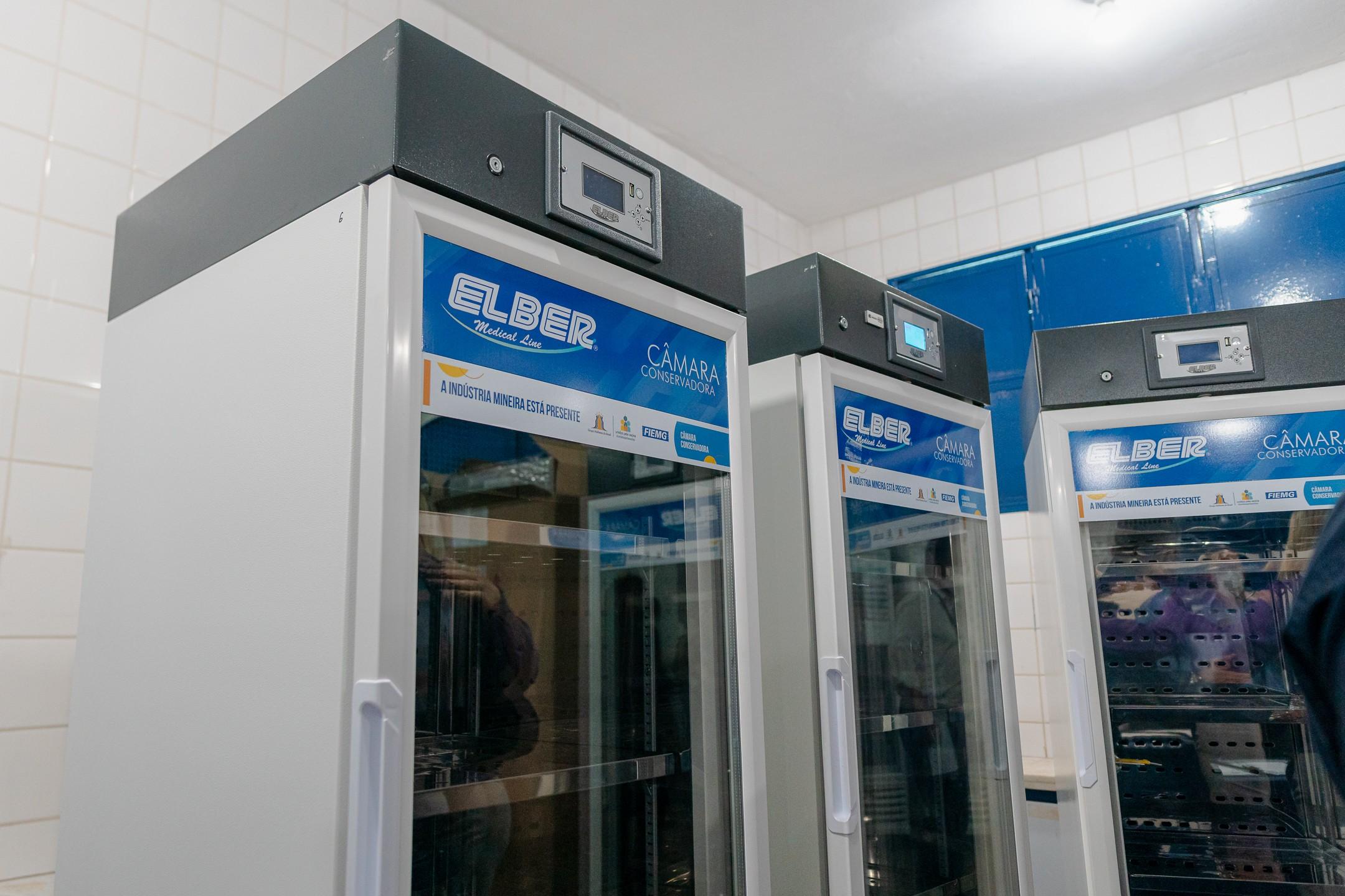 Central de Vacinas de Uberaba amplia armazenamento de imunizantes com doação de novas câmaras frias