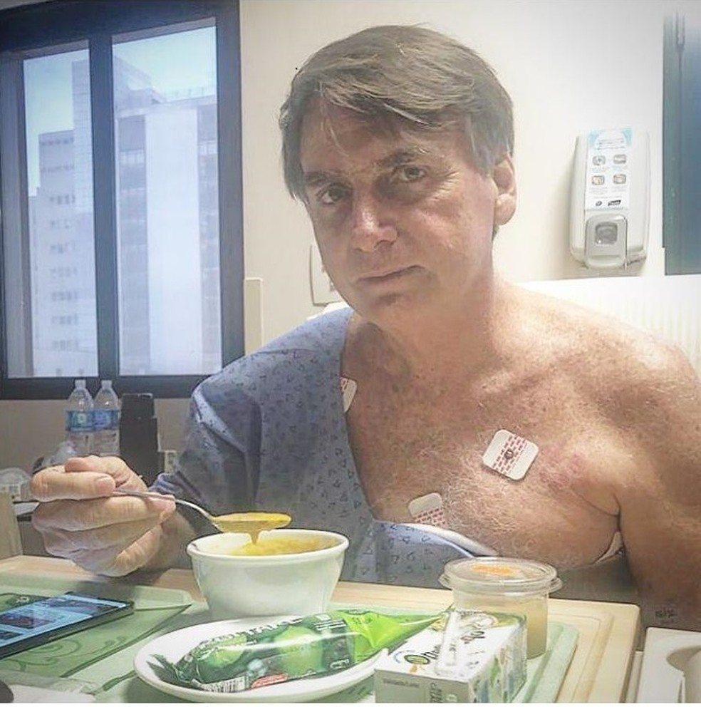 Bolsonaro almoça no hospital neste sábado (9) — Foto: Redes sociais