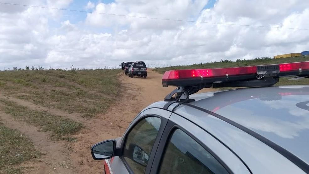 Cabo da PM é baleado em perseguição a grupo suspeito de assaltar banco em João Pessoa — Foto: Danilo Alves/Tv Cabo Branco