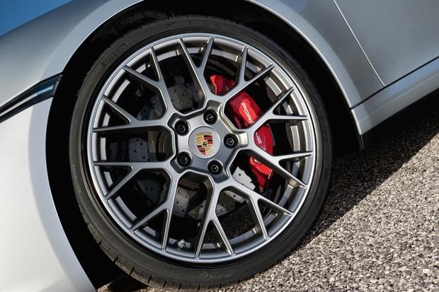 Rodas dianteiras são menores do que as posteriores (Foto: Divulgação)