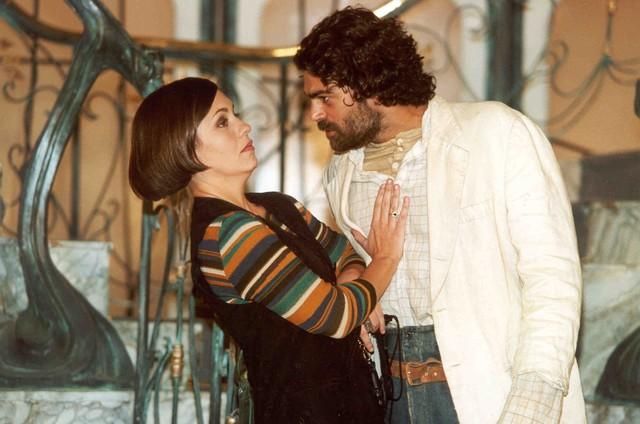 Adriana Esteves e Eduardo Moscovis em cena de 'O cravo e a rosa' (Foto: TV Globo)