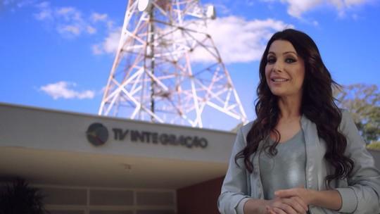 Confira campanha do desligamento do sinal analógico com a Cecília Ribeiro e o Mário