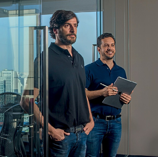 A dupla de brasileiros Eduardo Carvalho e Fabio Asdurian, fundadores da startup Dinasty (Foto:  Rogério Albuquerque)