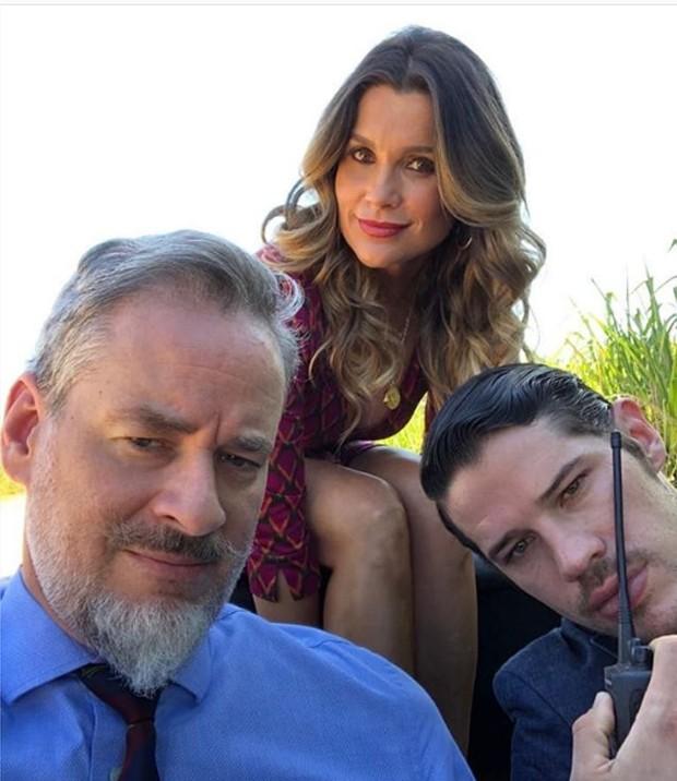 """Flávia Alessandra, José Loreto e Dan Stulbach gravam cena de """"O Sétimo Guardião"""" em cenário paradisíaco (Foto: Instagram/ Reprodução)"""