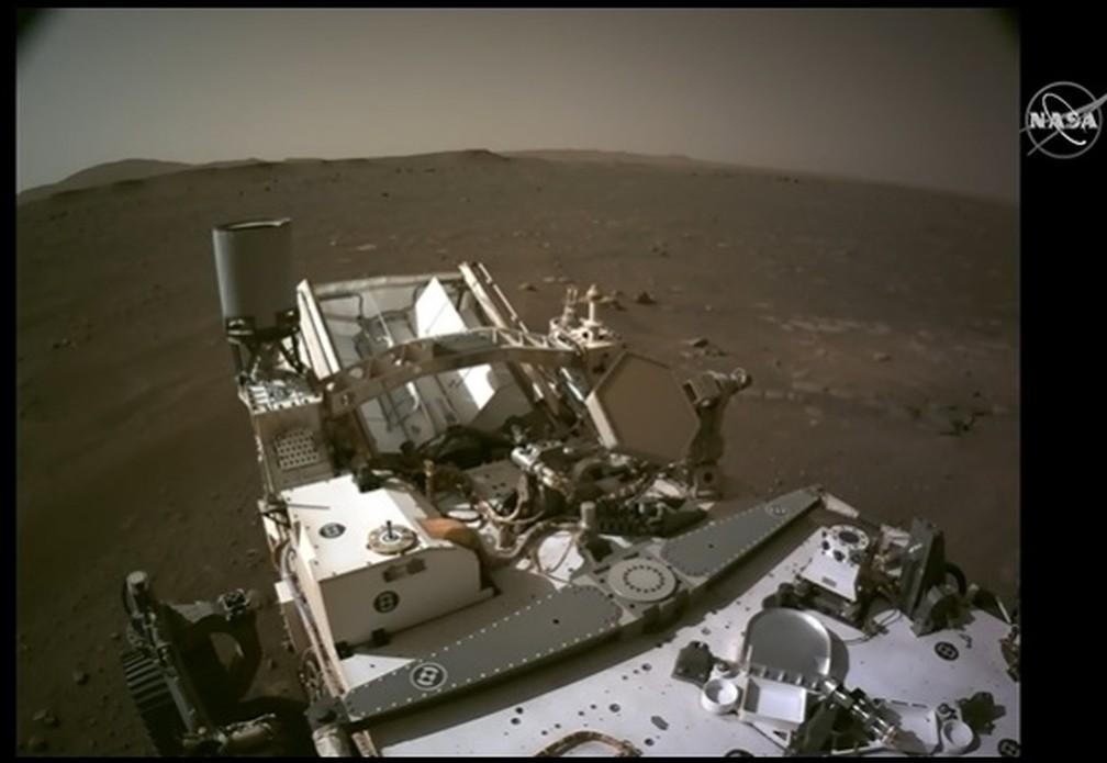 Imagem feita pelo robô Perseverance na superfície de Marte, divulgada nesta segunda (22). — Foto: Nasa