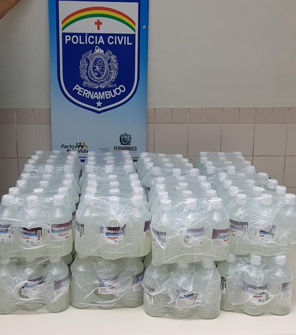 Frascos de álcool em gel falsificados — Foto: Polícia Civil/Divulgação