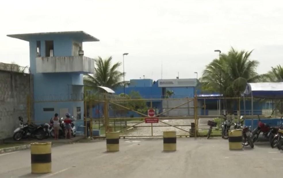 Funcionário de presídio do sul da Bahia é preso com 300 gramas de maconha escondida na roupa — Foto: Reprodução / TV Santa Cruz
