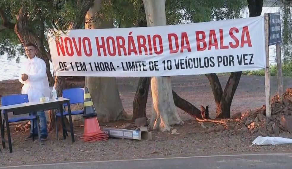 Balsa funciona em novo horário e com restrição do número de carros em Boraceia  — Foto: TV TEM/ Reprodução