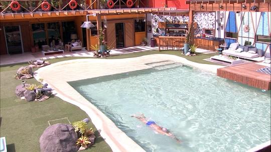 Cumprindo desafio, Kaysar chega a marca de 100 piscinas
