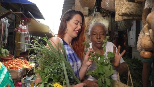 Sabedoria ancestral auxilia a cura através do banho de folhas