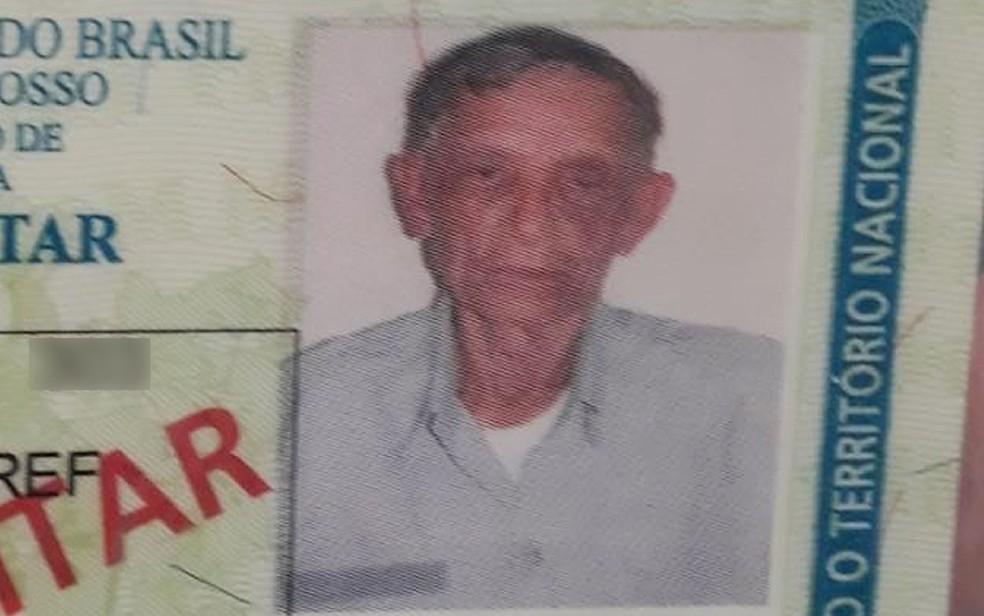 Vitalino Xavier Santos é policial militar aposentado e foi agredido por policial civil dentro de uma agência bancária, em Cuiabá (Foto: Arquivo pessoal)