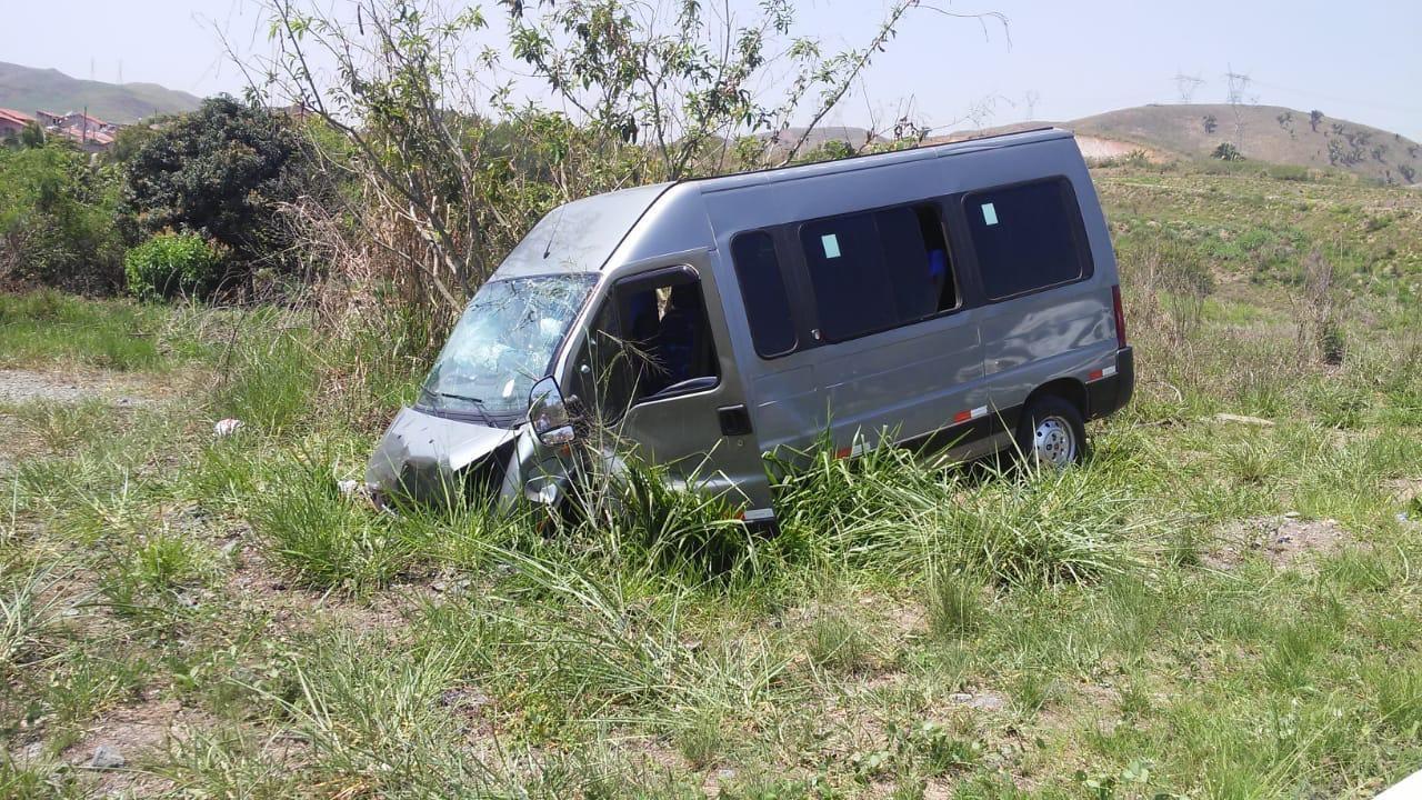 Acidente envolvendo van escolar deixa crianças e motorista feridos em Volta Redonda - Notícias - Plantão Diário