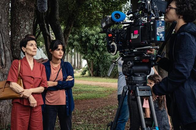 Julia Dalavia e Cassia Kis no filme 'O pastor e o guerrilheiro' (Foto: Filipe Duque)