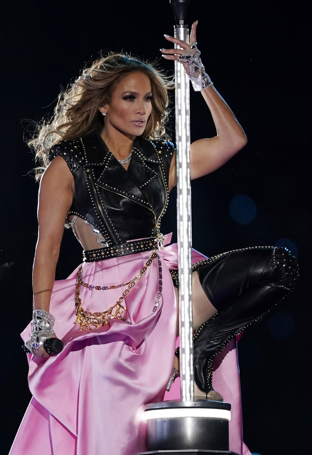 Jennifer Lopez no Super Bowl 2020 — Foto: Mike Blake / Reuters