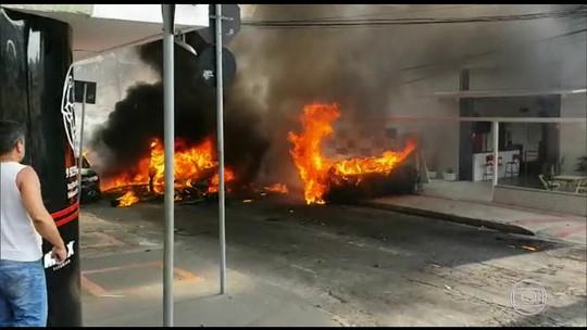 Três pessoas morrem na queda de avião em rua de Belo Horizonte