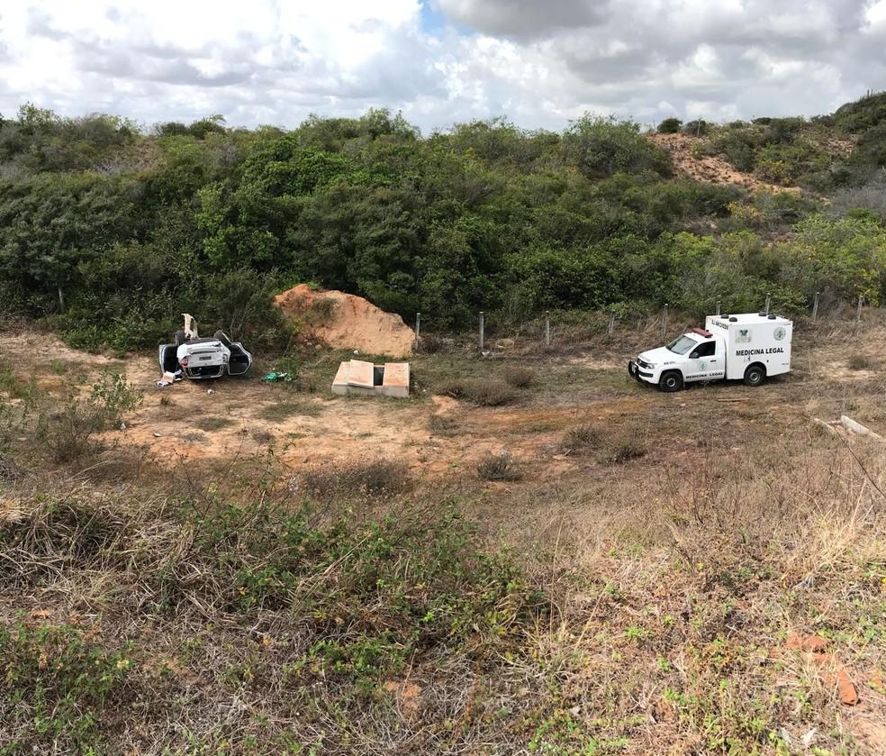 Equipe do Instituto Técnico-Científico de Perícia recolheu corpo de motorista morto em acidente na BR-101 em Ceará-Mirim, RN (Foto: Kleber Teixeira/Inter TV Cabugi)