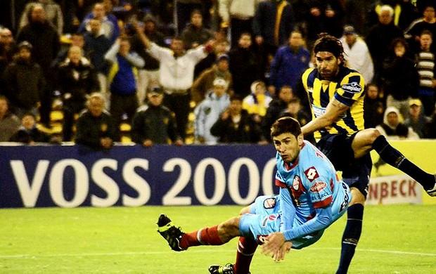 loco abreu rosario central gol  (Foto: Reprodução / Facebook)