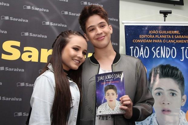 João Guilherme e Larissa Manoela  (Foto: Agnews)
