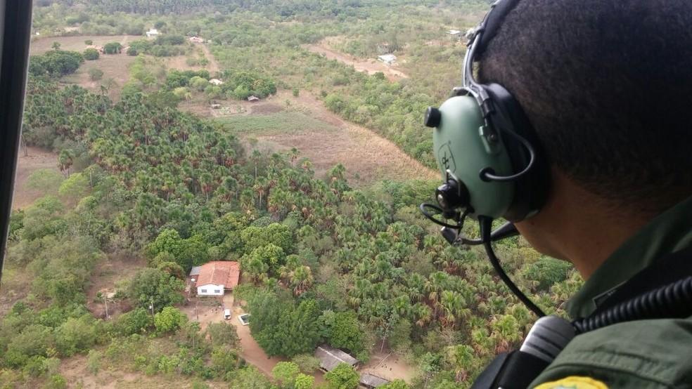 Polícia usa helicóptero durante buscas por foragidos (Foto: Ciopaer/Divulgação)