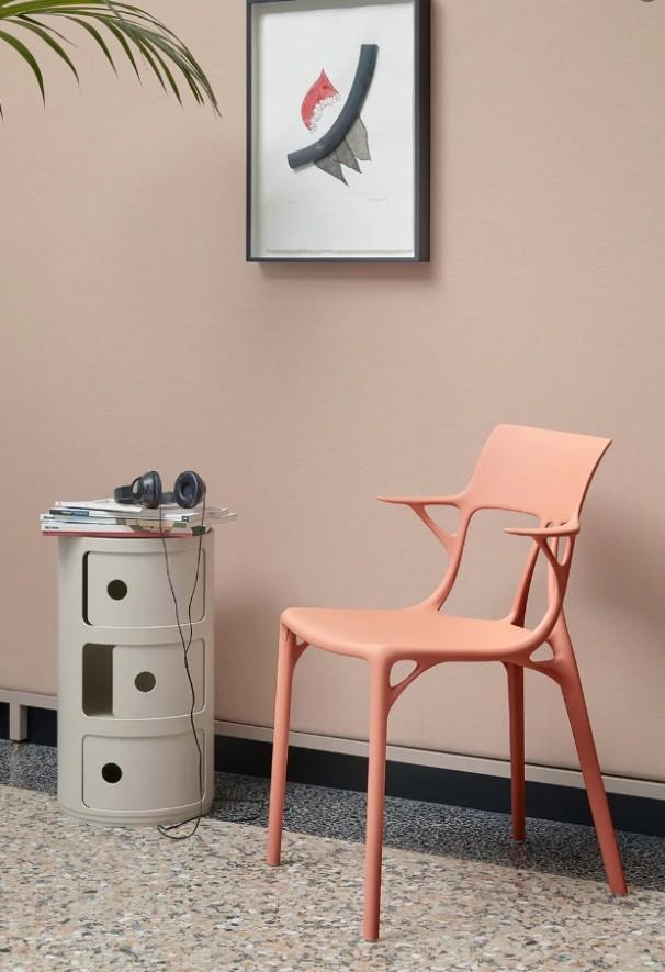 As cadeiras de plástico devem cair em desuso com o avanço da discussão ambiental sobre a sustentabilidade (Foto: Reprodução/Pinterest)