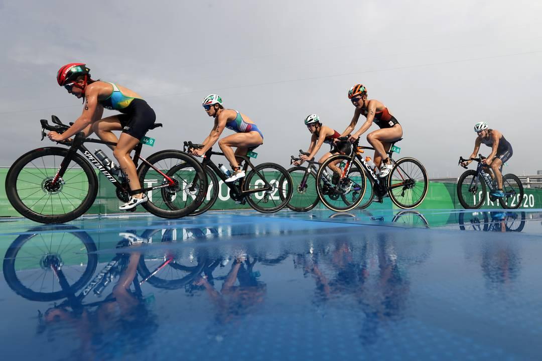 Brasileira Vitoria Lopes compete na prova de Triatlo em Tóquio 2020
