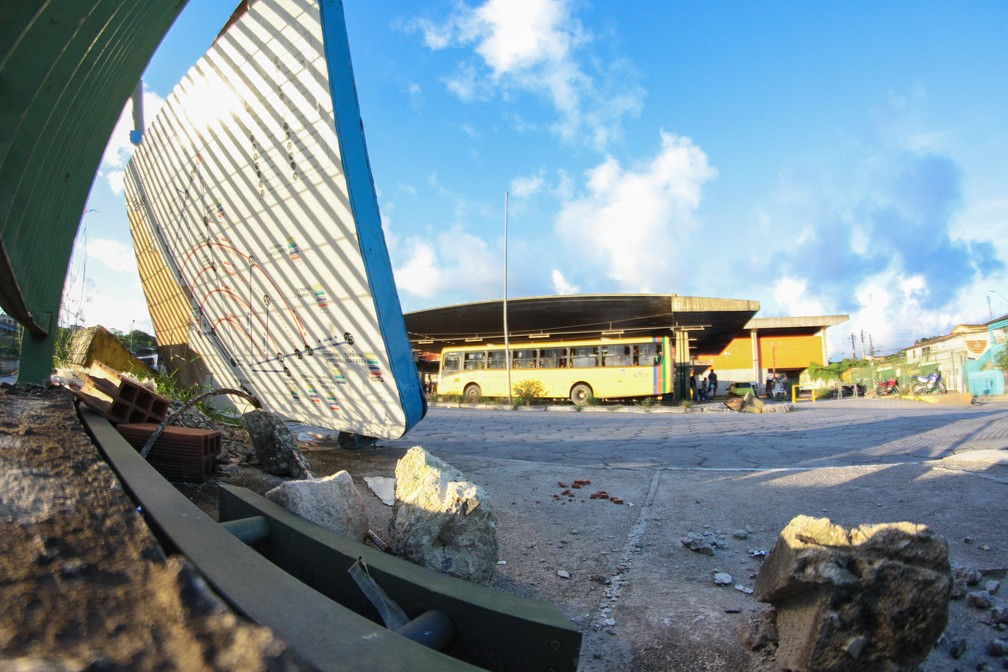Obras de ampliação do Terminal Integrado de Camaragibe foram interrompidas (Foto: Marlon Costa/Pernambuco Press)
