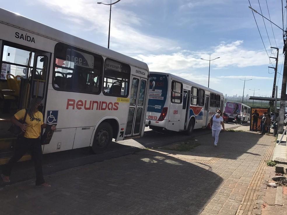 Rodoviários suspenderam a greve de ônibus em Natal nesta sexta-feira (26). — Foto: Ayrton Freire/InterTV Cabugi