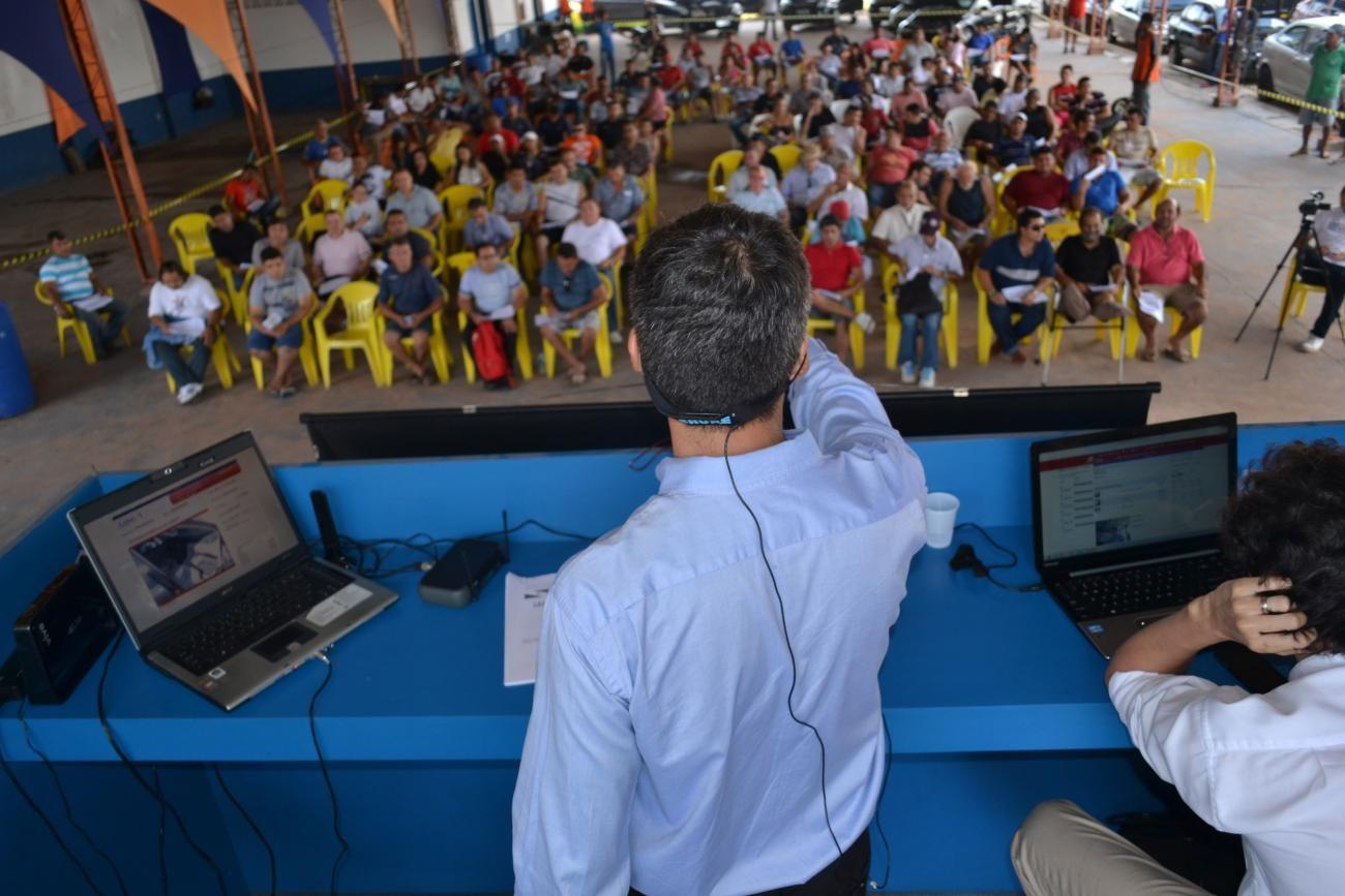 Sead realiza leilão público de veículos dos órgãos públicos estaduais - Notícias - Plantão Diário