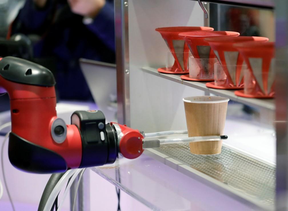 Robô prepara e serve café no Japão (Foto: Kim Kyung-Hoon/Reuters)
