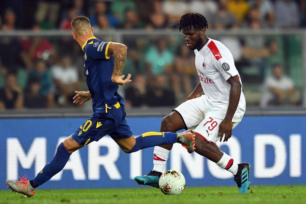 Kessié, do Milan, em ação contra o Hellas Verona — Foto: Alessandro Sabattini/Getty Images