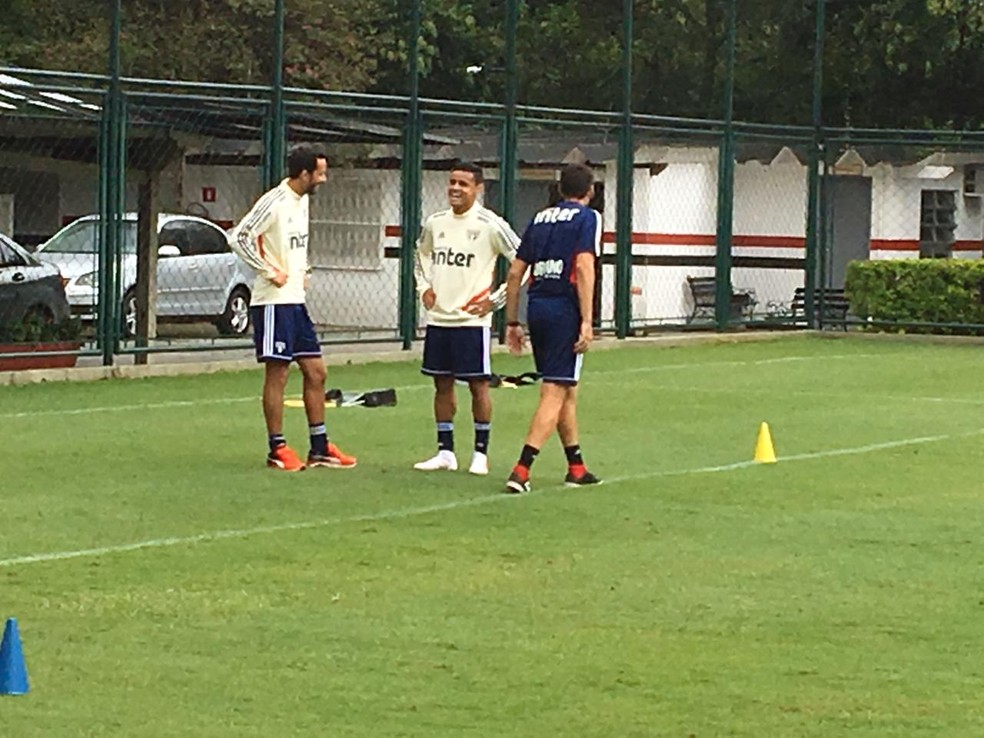Nenê e Everton no treino do São Paulo — Foto: Leandro Canônico
