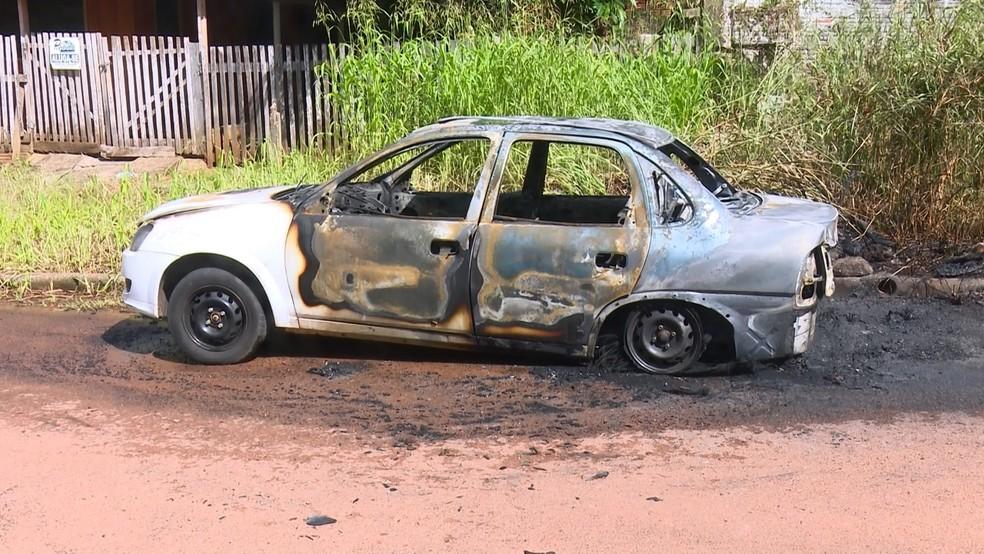 Carro usado no crime foi incendiado após assassinato — Foto: WhatsApp/Reprodução