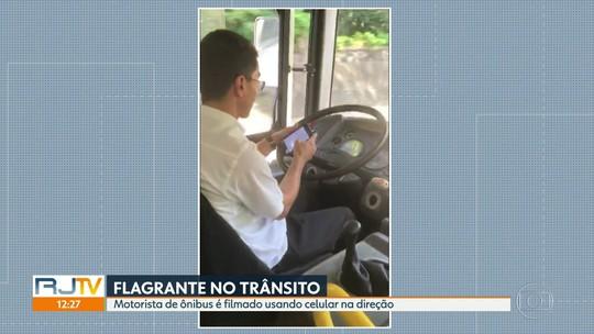 Motorista de ônibus é flagrado dirigindo e digitando no celular ao mesmo tempo