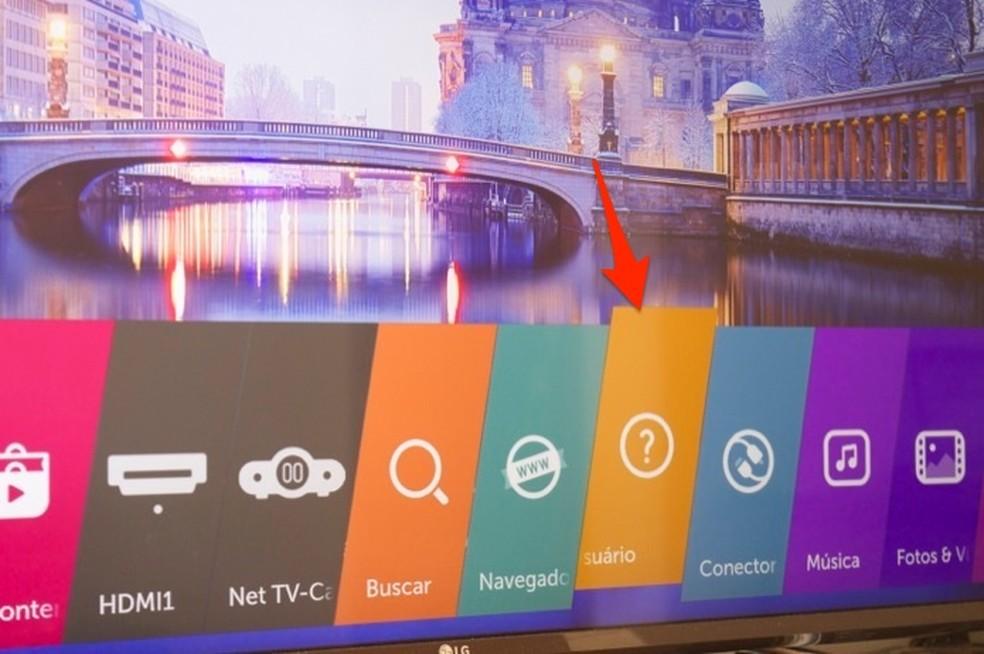 Ação para iniciar o manual interativo de uma TV da LG com WebOS — Foto: Reprodução/Marvin Costa