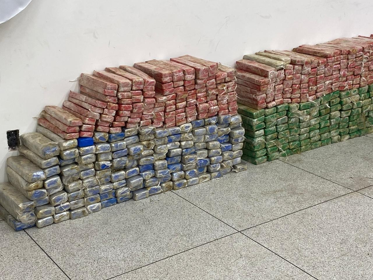 Quadrilha é presa com quase 500 kg de maconha, armas e veículo clonado em Uberlândia