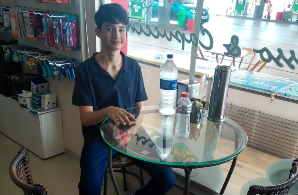 O estudante Kássio Matheus, de 15 anos, aluno da escola Santa Marcelina, na BR-364, também apsotou nos estudos para ter sucesso nas provas — Foto: Arquivo pessoal/Divulgação
