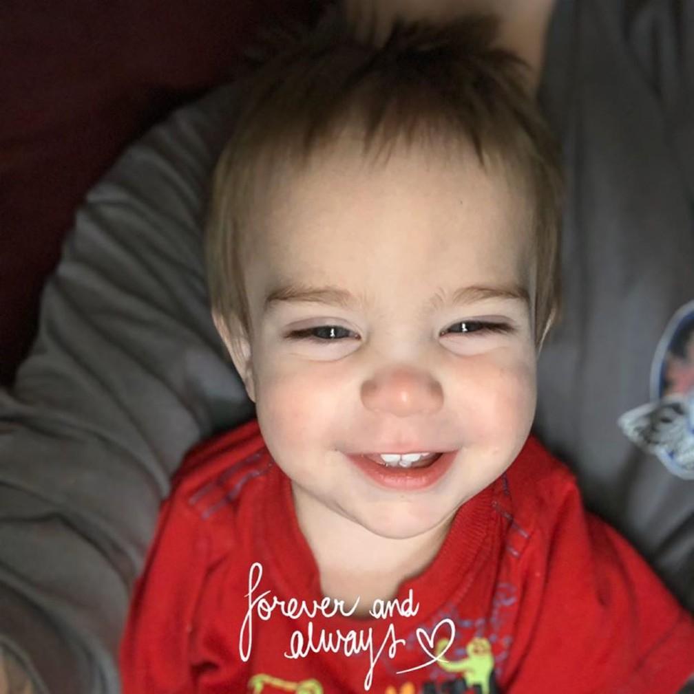 Loki Sharp, de 1 ano e 10 meses, morreu ao tentar salvar seu cãozinho do incêndio no último sábado (30), no Arkansas. — Foto: Reprodução/Facebook KD Sharp