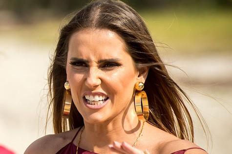 Deborah Secco é Karola  (Foto: TV Globo)