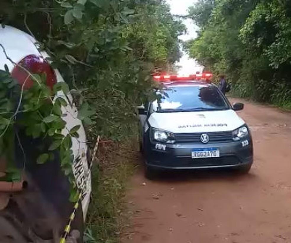 Polícia Militar esteve em área onde bandidos foram atropelados e morreram — Foto: Reprodução