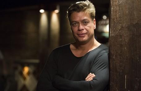 Na quinta-feira (3), após uma armação de Carolina, Arthur (Fabio Assunção) se revolta ao entrar no quarto de hotel de Eliza e vê-la dormindo ao lado de Rafael TV Globo