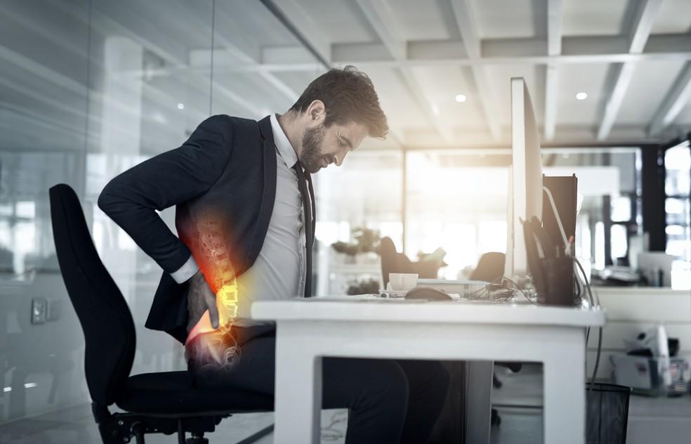 Hérnia de disco lombar pode causas fraqueza, formigamento e dormência na perna ou nádegas (Foto: iStock Getty Images)