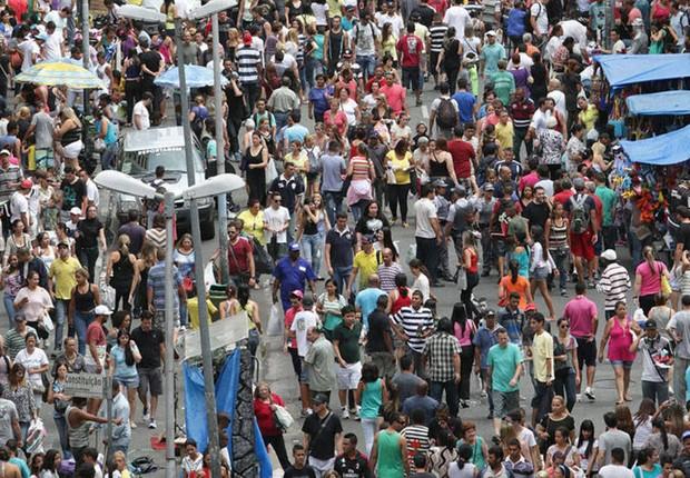 Movimento de consumidores no Brás (Foto  Paulo Pinto Fotos Públicas) e7c36d22711