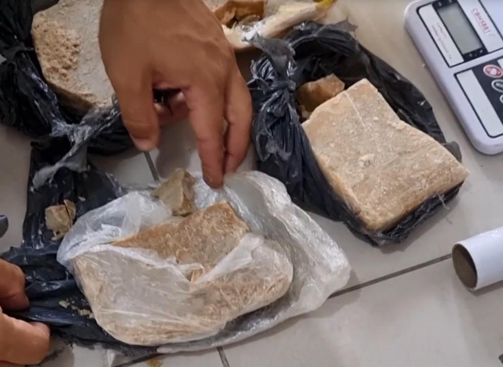Cerca de 1,5 kg de crack foram apreendidos em Caruaru — Foto: Caruaru no Face/Espiaqui/Divulgação