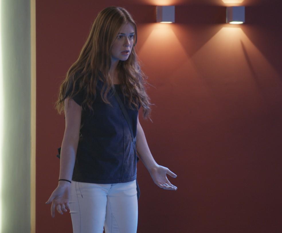Eliza chega atrasada e ainda dá pitaco — Foto: TV Globo
