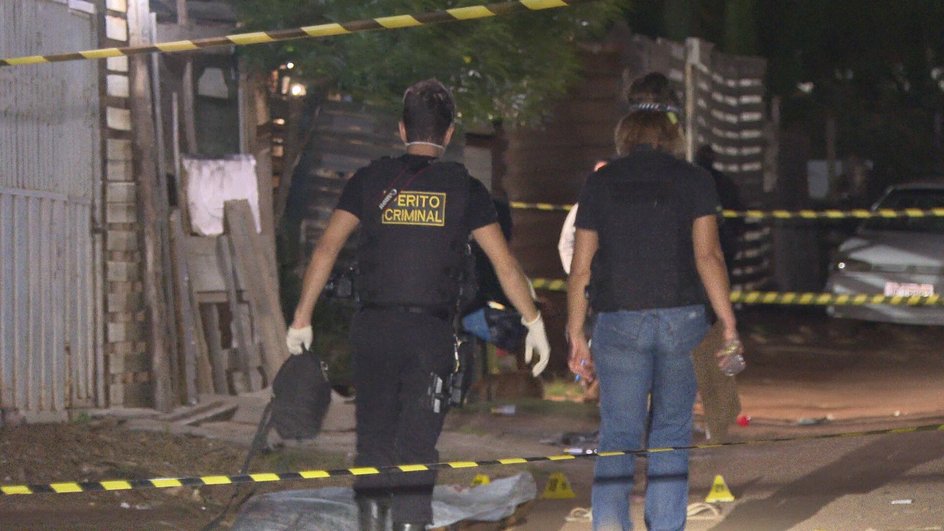 Homem e adolescente são mortos a tiros em Sobradinho, no DF