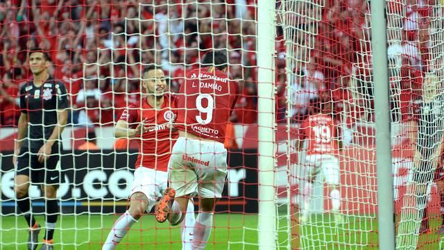 Damião festeja o gol no segundo tempo